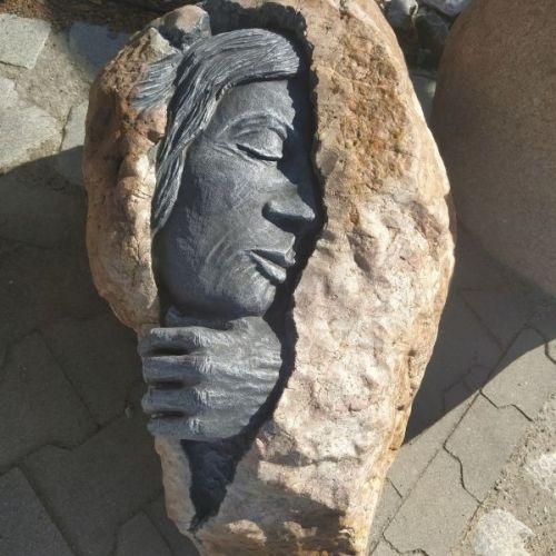 Kamień Rzeźbiony Naturalny - Śpiący W Kamieniu